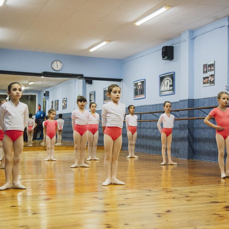 PRE-PRIMARY - PRIMARY: Catálogo de Escola de Dansa Spin