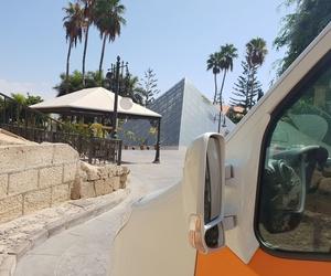 Recogiendo clientes en Gran Hotel Bahía del Duque