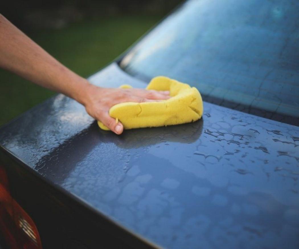 Lavar a mano el coche