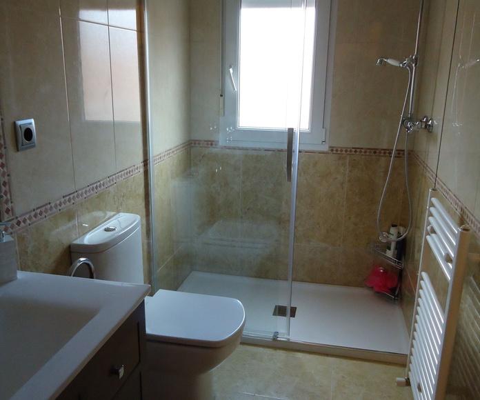 Reforma de baños: Servicios de Conastur Serin