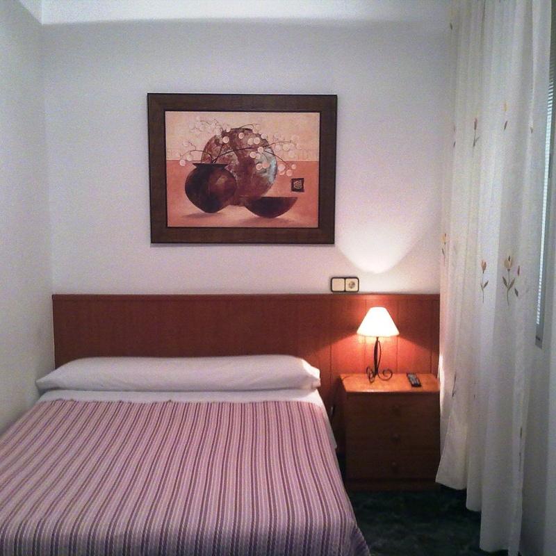 Habitación Individual: Habitaciones y Servicios de Hostal Bruña Paseo del Prado