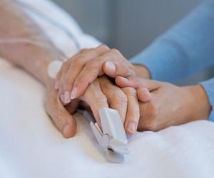 Asistencia a personas mayores en hospital