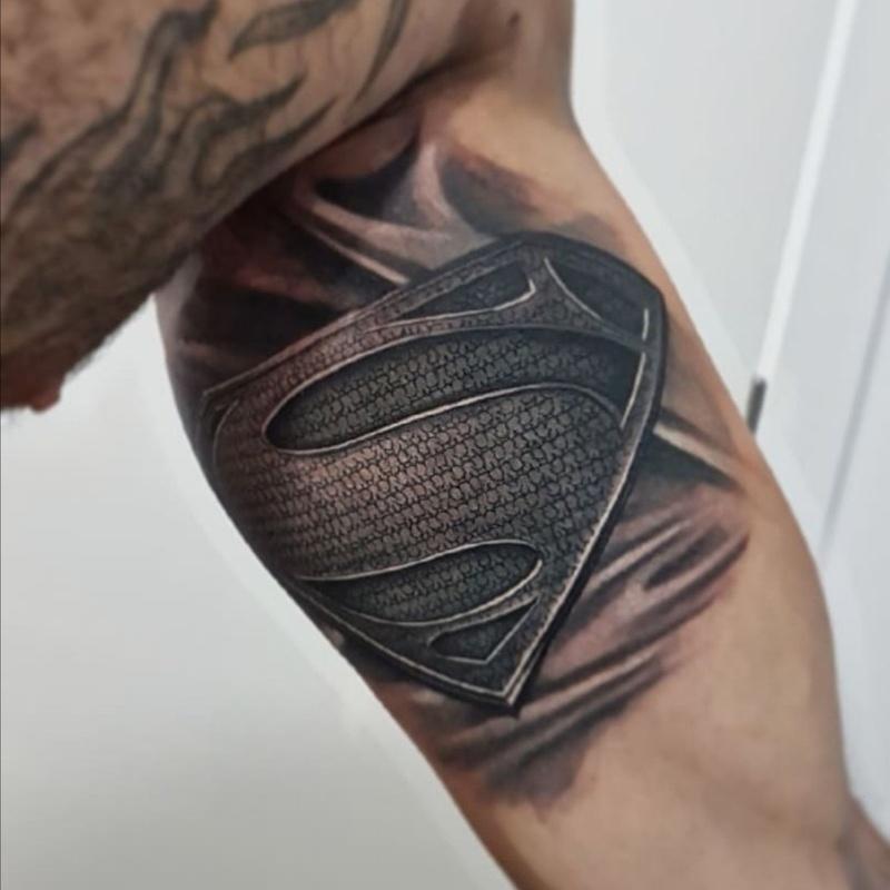 Jony Tattoo INK - Tatuador colaborador: Productos de Adictos Tenerife