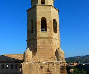 restauración de la torre de la iglesia parroquial de Azlor, con adición de cuerpo superior