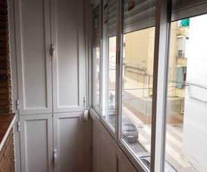 Balcón cierre de aluminio con fijo y armario V