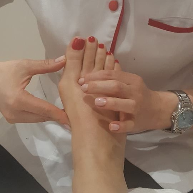 Tratamientos para manos y pies: Tratamientos estéticos de Crina Rus Beauty Center