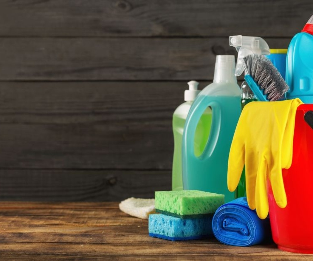 Razones por las que se usa el plástico en los envases de productos de limpieza