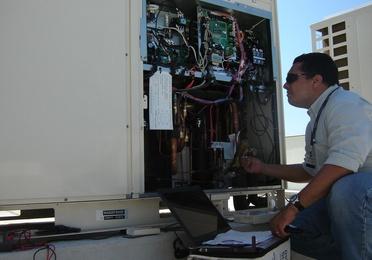 Recarga de gas refrigerante