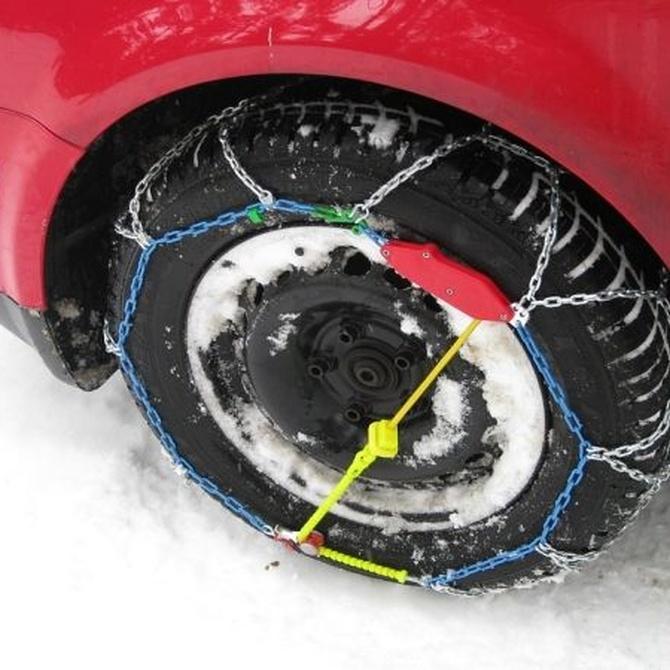Cómo instalar cadenas para la nieve en los neumáticos