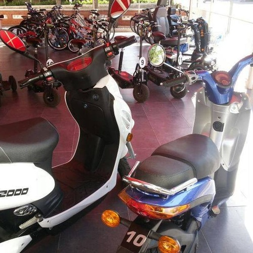 Tienda de alquiler de scooters en Salou y Cambrils
