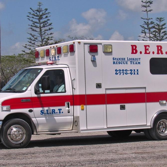 ¿Qué debemos hacer cuando vemos una ambulancia por la carretera?