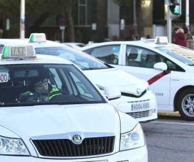 El Ayuntamiento de Madrid y los taxistas pactan un código de vestimenta