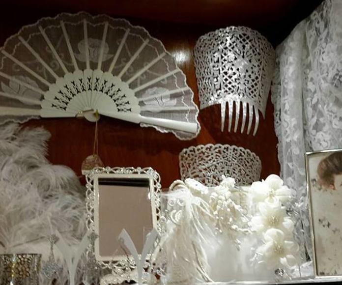 Abanicos, peinetas, velos y tocados para novia