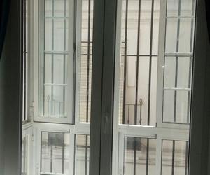 Balconera de pvc con vidrio de altas prestaciones acústicas.