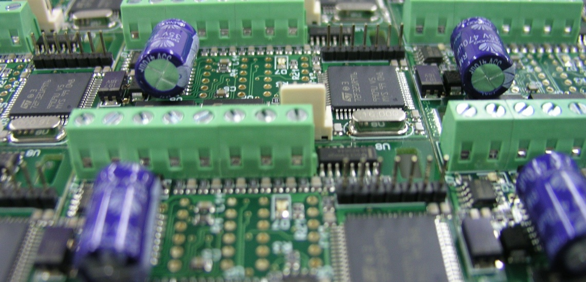 Montaje de circuitos electrónicos en Bilbao SMD/Convencional en serie