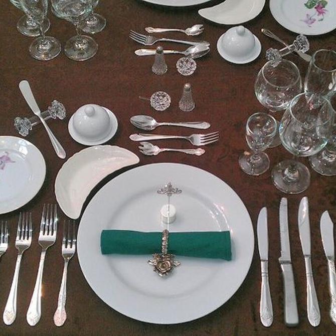 Aprende a poner la mesa correctamente para reuniones importantes
