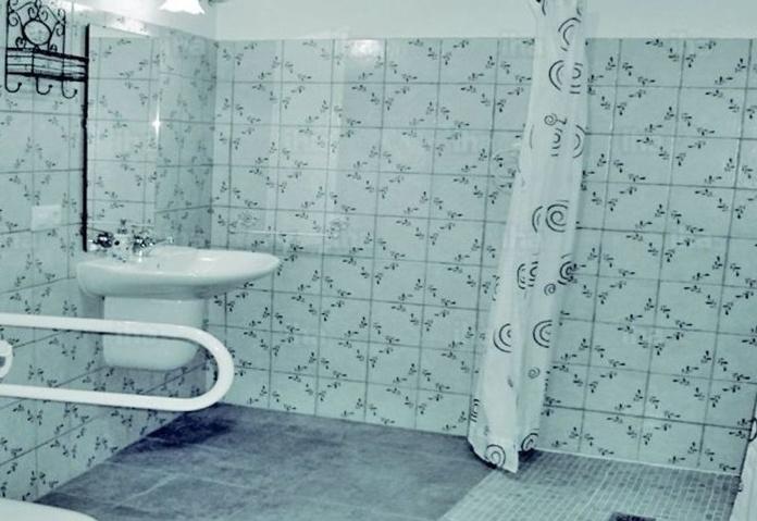 Así debe ser un baño para una persona con silla de ruedas