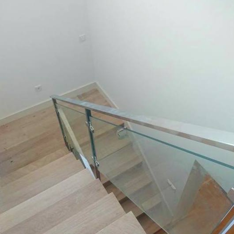 barandilla de acero inoxidable y vidrio