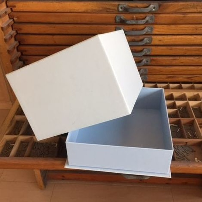Caja forrada tipo sombrero: Catálogo de Cartonajes A. Tolosa, S.L.