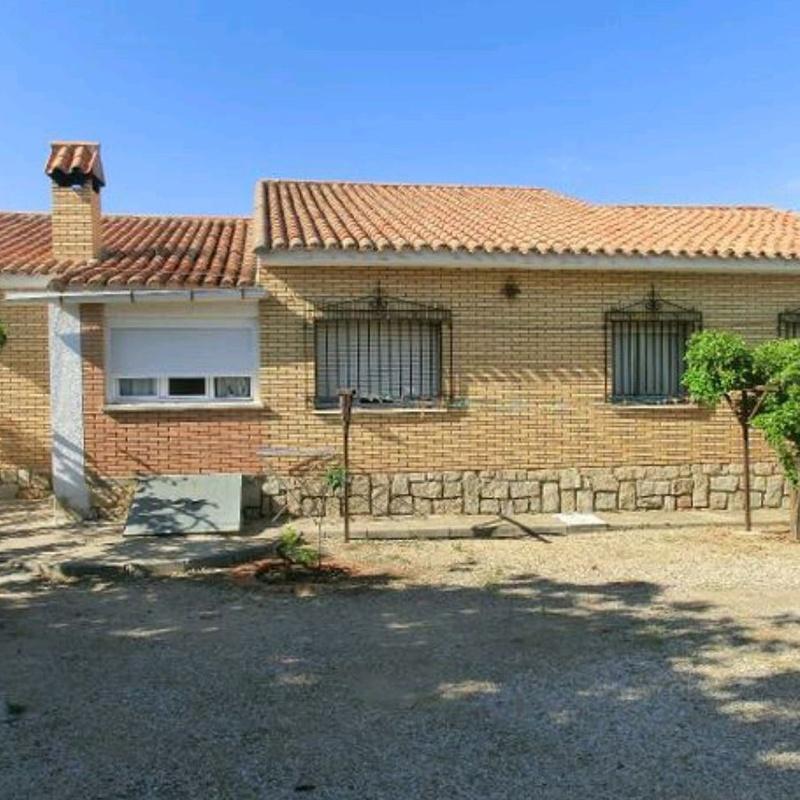 Parcela con 2 Chalet en COBISA: Inmuebles de Inmobiliaria La Montañesa