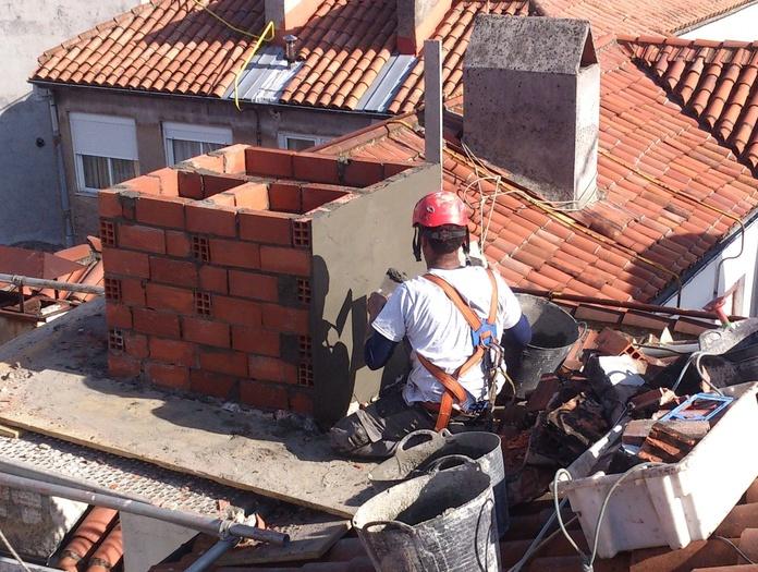 Reconstrucción de chimenea con difícil acceso.