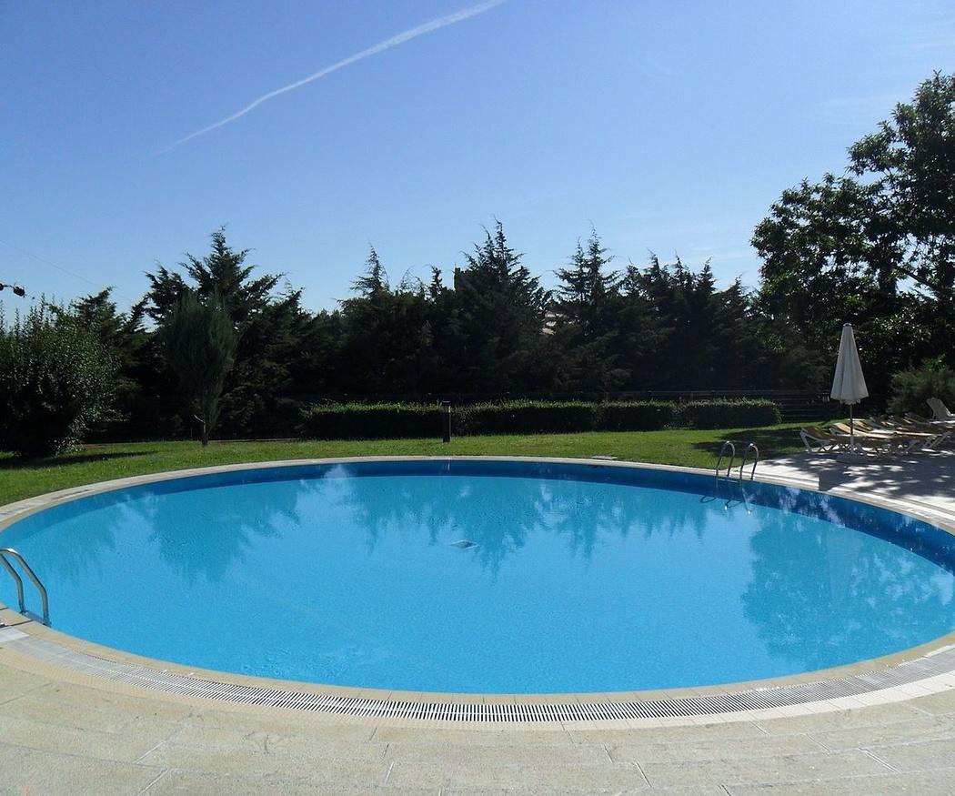Contaminantes en aguas de piscina