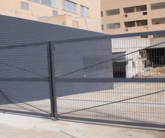 Puertas abisagradas : Catálogo de Industria Puertas y Cerramientos