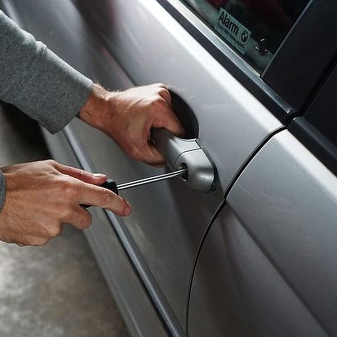 ¿Merece la pena instalar una alarma en el coche?