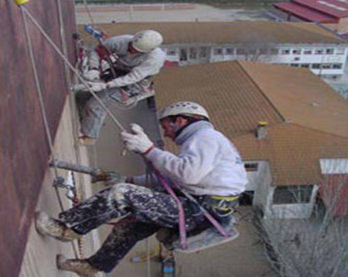 Sellado de juntas en trabajo vertical : Servicios  trabajos verticales de Alman