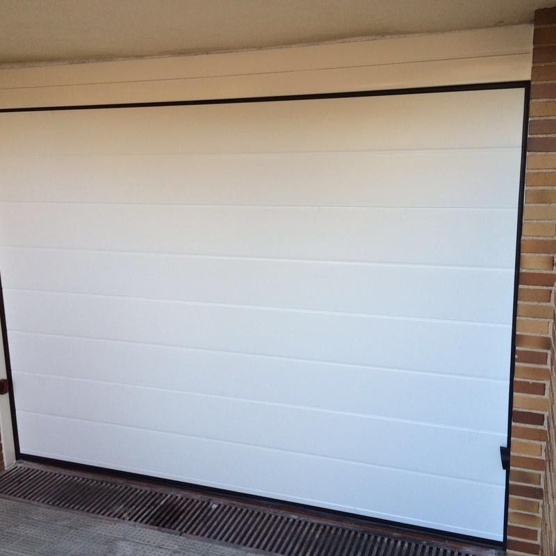 Puerta de garaje unacanalada