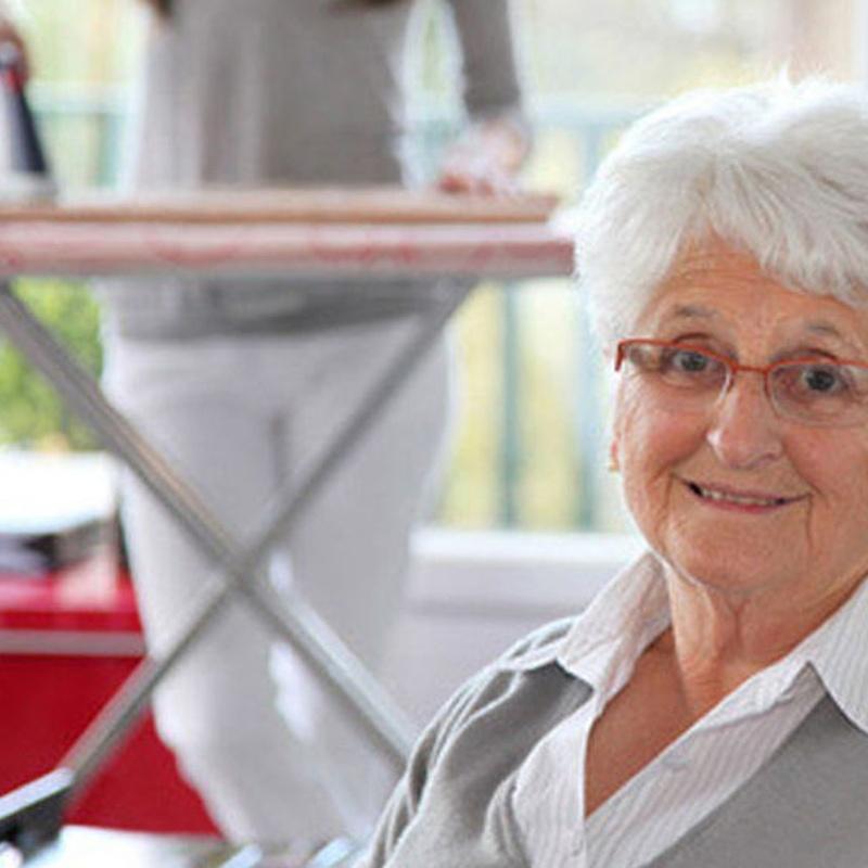 Cuidado de personas mayores válidas: Servicios de Todo Familia Servicios Sociales