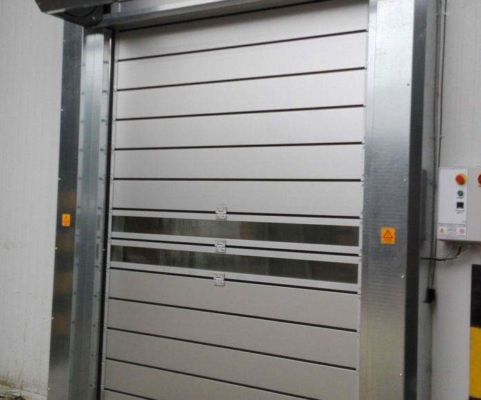 Puerta rápida 2 enrollable en espiral de paneles aislantes térmicos temperatura interior hasta -5ºC y +40ºC exterior
