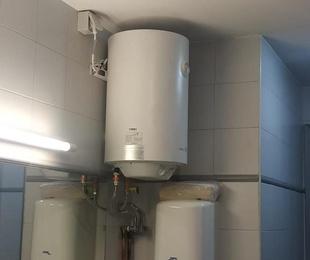 Instalación de termos en baños públicos