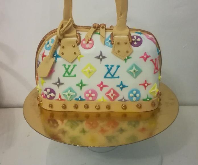 #sweetteeny #torremolinos #tartafondant #tartafondanttorremolinos #bagcake #tartabolso #tartalouisvuitton #louisvouittoncake