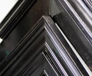 Muestrario de marcos en tonos oscuros
