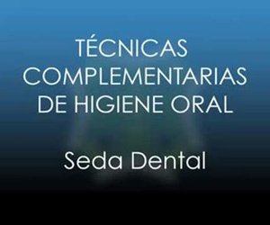 Uso de la seda dental y del cepillo interproximal