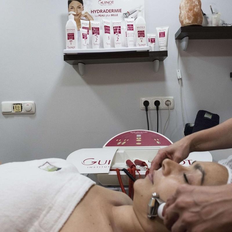 Electroestimulación facial: Servicios de Centro de Estética Carmen Martínez