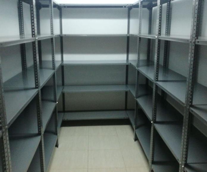 Estanterías: Productos de EQUIPAMIENTO COMERCIAL RLB