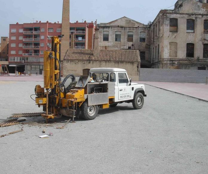 """Asistencia Técnica a la redacción del Estudio Geotécnico para el """"Proyecto de nueva construcción de unos equipamientos municipales con células fotovoltaicas"""". TM Molins de Rei (Barcelona). EG305-2010."""