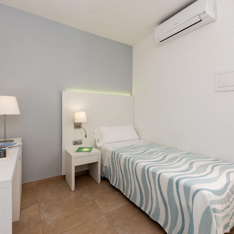 Habitaciones individuales: Servicios de Hostal Pitiusa