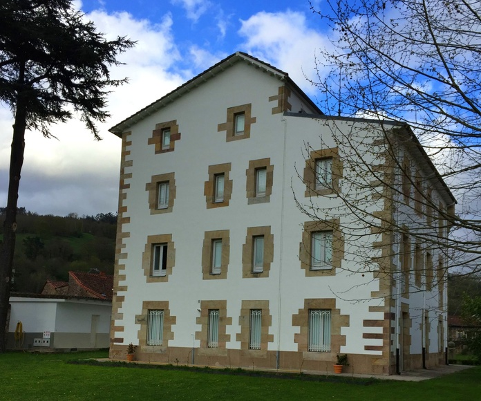 Rehabilitación de fachada de casa de piedra y enfoscado de mortero