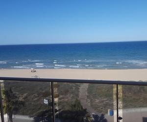 Vistas del mar desde terraza de apartamento