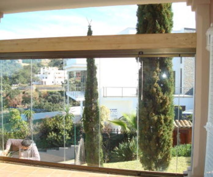 Cortinas de cristal: Catálogo de Aluminios Aludecor Marbella
