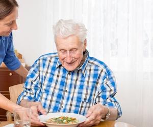 Asistencia a domicilio a personas mayores