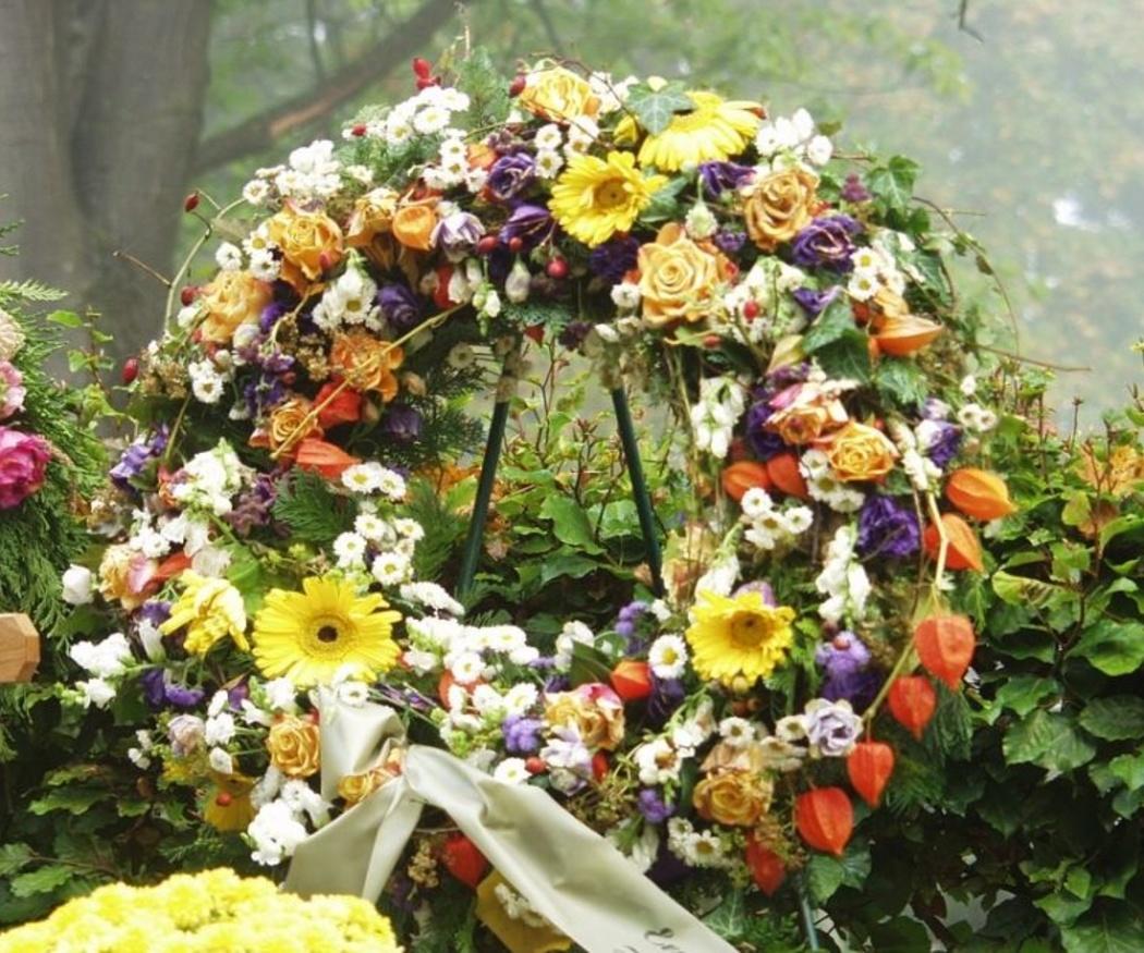 Flores para una corona de difuntos