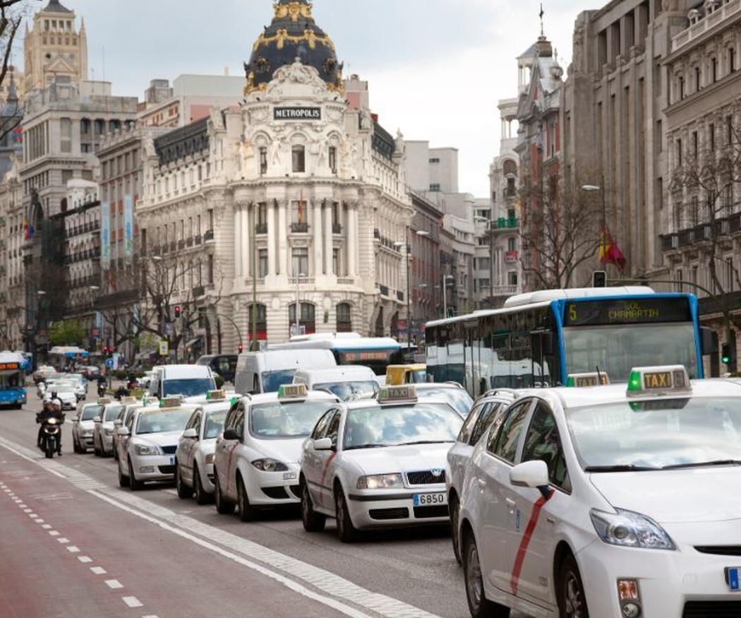 Por qué es mejor reservar un taxi en Madrid