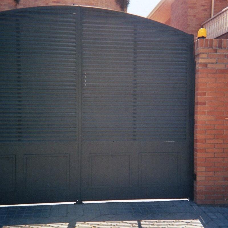 Puerta de paso de vehículos