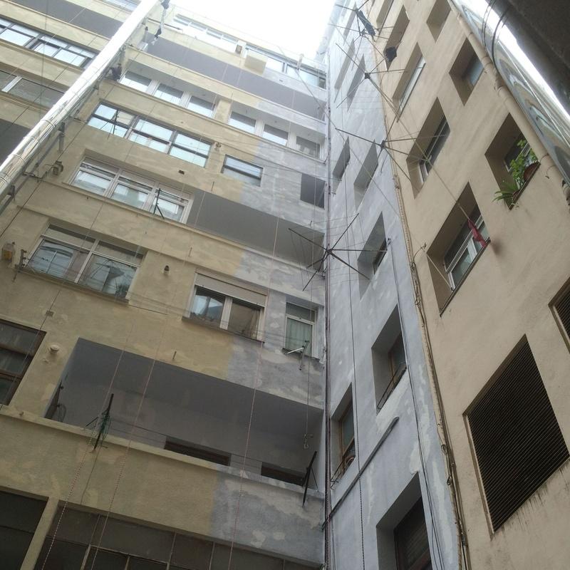 Imprimación anticriptogamica en patios interiores en Santander.