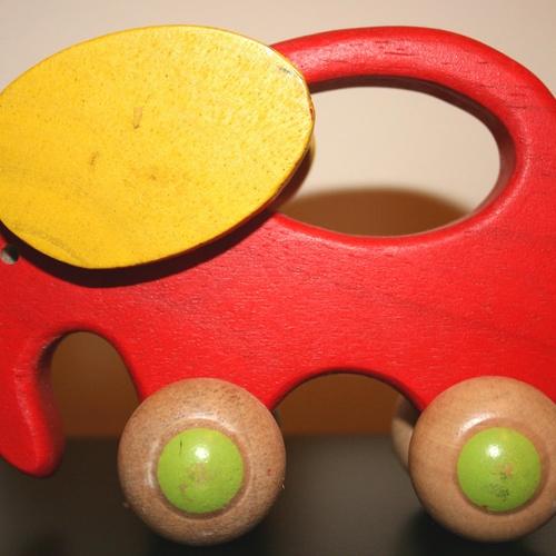 Juguete, elefante de madera