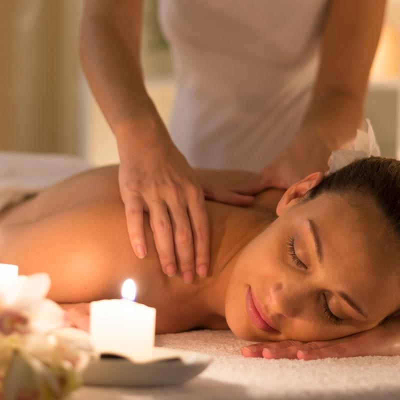 Masaje relajante con aromaterapia: Servicios de Estética de Medicina & Estética Glamour